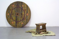 10_2006-wooden-wheel-wooden-stool-wood-plastic-beads-180x180-cm-40x50x20-cm.jpg